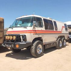 This Lifted GMC Motorhome Is Completely Bonkers 4x4 Camper Van, 4x4 Van, Cool Trucks, Chevy Trucks, Overland Gear, Overland Truck, Gmc Motorhome, Bug Out Vehicle, Cool Vans