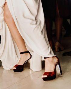 ǫᴜᴇ ᴇʟ ғɪɴ ᴅᴇʟ ᴍᴜɴᴅᴏ ɴᴏs ᴘɪʟʟᴇ ʙᴀɪʟᴀɴᴅᴏ ʏ sɪ ᴇs ᴄᴏɴ ᴜɴᴏs ᴛᴀᴄᴏɴᴀᴢᴏs ᴅᴇ ᴛᴇʀᴄɪᴏᴘᴇʟᴏ ᴄᴏᴍᴏ ᴇsᴛᴏs ᴍᴇᴊᴏʀ ǫᴜᴇ ᴍᴇᴊᴏʀ Peep Toe, Heels, Blog, Fashion, Daytime Wedding, Bride Shoes, Style, Mariage, Weddings