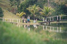 Foto por Union Imagens ❤ Aline & Fagner em Guarapari/ES.  Decoração de casamento rústica na ilha do sítio, onde aconteceu a cerimônia. | Rustic wedding + island