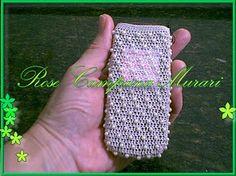 Bolsa de telefone celular, feita com linha 050 da Mercer e pérolas tamanho mini.
