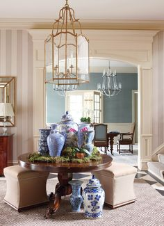 Design in Depth: Greenwich Style – New England Home Magazine – Decorating Foyer Decor, Foyer Decorating, New England Homes, Interior Design, Blue White Decor, White Decor, House Interior, House And Home Magazine, Round Entry Table
