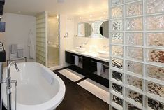 Glazen bouwstenen in badkamer | Interieur inrichting