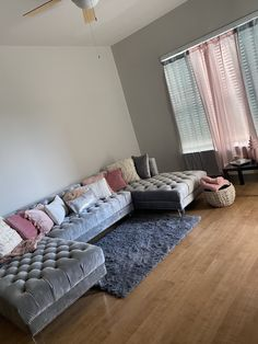 Girl Apartment Decor, First Apartment Decorating, Apartment Living, Teen Apartment, Dream Apartment, Apartment Ideas, Decor Home Living Room, Living Room Designs, Room Ideas Bedroom