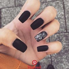 American Manicure Nails are The New Nail Trend – Long Black Nails, Black Acrylic Nails, Black Shellac Nails, Cute Black Nails, Nail Black, Black Nails With Glitter, Silver Nails, Matte Nails, Nails Ideias
