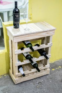Wood Pallet Furniture, Diy Pallet Furniture, Wood Pallets, Woodworking Ideas Table, Woodworking Furniture, Wooden Wine Cabinet, Homemade Wine Rack, Armoire Bar, Wine Storage Cabinets