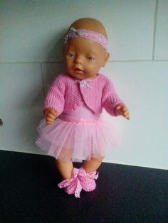 Ballerina outfit met verwisselbare tutu/rok. Incl vestje en schoentjes. Geschikt voor babyborn en andere poppen van ca. 43cm