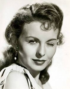 Happy Birthday to Jeanne Crain! 🎂 (May 1925 - December Classic Actresses, Hollywood Actresses, Beautiful Actresses, Actors & Actresses, Yvonne Craig, Jennifer Jones, Vintage Hollywood, Classic Hollywood, Hollywood Style