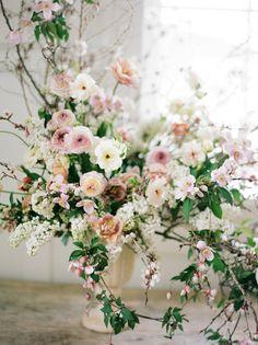 wedding centerpieces More hints Large Floral Arrangements, Wedding Flower Arrangements, Floral Centerpieces, Wedding Centerpieces, Wedding Bouquets, Wedding Decorations, Wildflower Centerpieces, Ikebana Arrangements, Centrepieces
