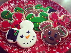 Www.Facebook.com/cocossugarshack Mickey Disney decorated cookies Christmas Deserts, Holiday Snacks, Disney Christmas, Christmas Goodies, Christmas Treats, Christmas Baking, Iced Cookies, Fun Cookies, Decorated Cookies
