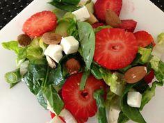 Salat med jordbær, avocado og asparges