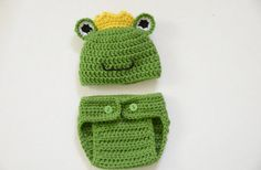 Newborn Prince Frog Hat - Photo Props, Photography Props, Boys, Halloween Costume, Outfit. How cute would this be to do pics with Princess Bri.