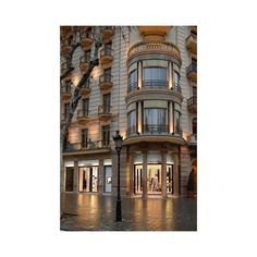 Chanel reinaugura su boutique de Barcelona Vogue ❤ liked on Polyvore featuring backgrounds, pictures, photos, city and places