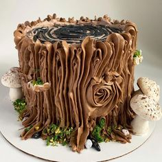buttercream tree trunk and mushrooms cake Buttercreme-Baumstamm und Pilzkuchen Chocolate Yule Log Recipe, Chocolate Log, Melting Chocolate, Easy Yule Log Recipe, Mushroom Cake, Tree Stump Cake, Tree Stumps, Recipes Using Cake Mix, Yule Log Cake
