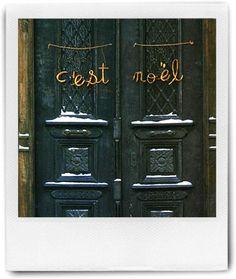 """C'est Noël, door hanging.  """"It's Christmas"""" en Français"""