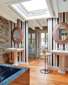 Una casa de labranza rehabilitada Spanish Style Bathrooms, Spanish Style Homes, Spanish House, Old Stone Houses, Old Farm Houses, Best Interior Design, Modern Interior, Interior Ideas, Master Bath Layout
