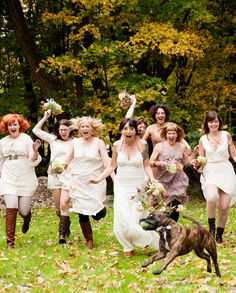 simply adore this shot of the bride and her bridesmaids from ThreePhotographers.com