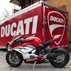 Mean Machine - /GarvsMeanMachine Ducati Desmo, Ducati Motorbike, Motorcycle Bike, Motorcycle Quotes, Triumph Motorcycles, Custom Motorcycles, Bobbers, Ducati Performance, Course Moto