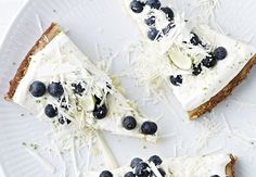 White chocolate cake with lime and blueberry Mini Cakes, Cupcake Cakes, Fun Desserts, Delicious Desserts, White Chocolate Cake, Chocolate Heaven, Sweet Butter, Food Crush, Sweet Pastries