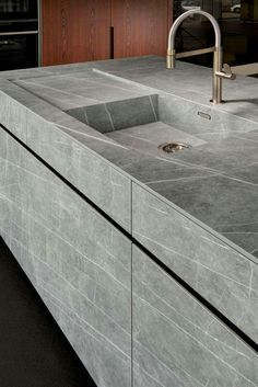 Choosing a New Kitchen Sink Kitchen Sink Design, Modern Kitchen Cabinets, Modern Kitchen Design, Home Decor Kitchen, Interior Design Kitchen, Modern Interior Design, Kitchen Sinks, Stone Kitchen Sink, Rustic Country Kitchens