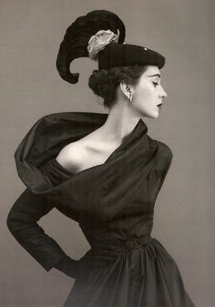 Image from http://fashion.lilithezine.com/images/1950s-Fashion-20.jpg.