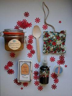 Christmas Pack con exfoliante (miel o café), lip balm, alcohol de romero, saquito de lavanda y #jabonartesano de #veranasoaps (con una pastilla o dos) www.facebook.com/veranasoaps