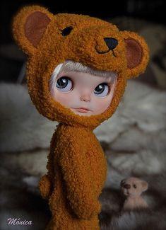 soooooooooooooooooooo adorable! wish it was a real girl though!