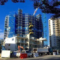 The Garland is taking shape! #rainbowbaybeachfront #luxurylifestyle #snapperrocks #southerngoldcoast #milliondollarlisting #richardcarterrealty #beachfront #rainbowbay by richard_carter_realty
