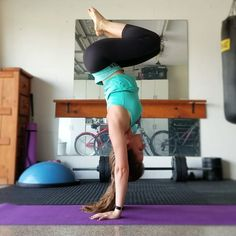 #ResolutionHandstand2018 . Pose line up: Day 1 - straight up. Day 2 - lady legs. Day 3 - split legs. Day 4 - half pike / half tuck. Day 5 - straddle. Day 6 - hollow back - I wasn't going to practice today with how crappy I've felt all day my pelvis has shifted again and this time I'm feeling sciatic pain shooting down my right leg. I've tried every home remedy I can think of and nothing has helped so I guess I have to go to the chiropractor tomorrow. I decided to try the 3 poses I had on my…