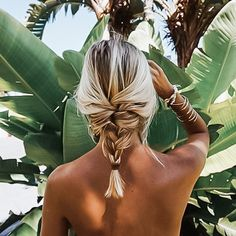 Braided hairstyles are quite popular nowadays. It looks charming and luscious. To get a funky look it's possible to carry these braided hairstyles. Pinterest Inspiration, Hair Inspiration, Corte Y Color, Good Hair Day, Dream Hair, Messy Hairstyles, Formal Hairstyles, Natural Hairstyles, Hair Dos