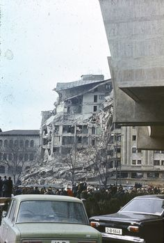 Old Photos of the Bucharest Earthquake of 1977 Warsaw Pact, Central And Eastern Europe, Bucharest Romania, Abandoned Houses, Time Travel, Old Photos, Paris Skyline, Street View, Country