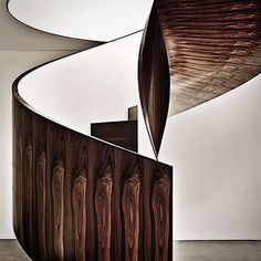 A Spiral staircase made from Brazilian ironwood l Casa Cubo by Isay Weinfeld. Floating Staircase, Modern Staircase, Staircase Design, Spiral Staircases, Wood Staircase, Wooden Stairs, Stair Steps, Stair Railing, Railings
