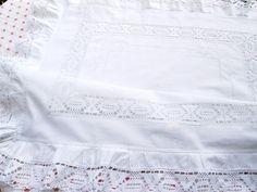 Vintage Bettwäsche - Herrliche Paradekissen mit zarter Spitze in weiß - ein Designerstück von Barosa bei DaWanda