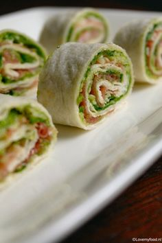 Ham and sesame rolls - Clean Eating Snacks Brunch, Good Healthy Recipes, Healthy Snacks, Ham Wraps, Lunch Wraps, Good Food, Yummy Food, Snacks Für Party, Wrap Recipes