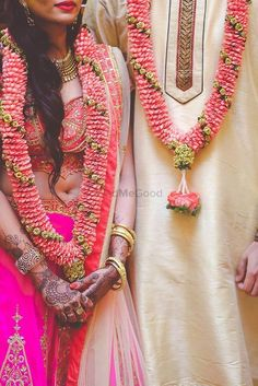 Wedding flowers roses pink pearls 46 ideas for 2019 Indian Wedding Flowers, Flower Garland Wedding, Big Fat Indian Wedding, Floral Garland, Indian Wedding Decorations, Indian Bridal, Wedding Garlands, Flower Garlands, Wedding Garland Indian