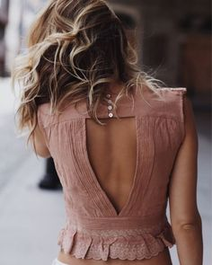 I love the back details on this shirt!