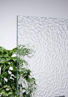 4 mm Small Artic Little Big House, Showroom Interior Design, Verre Design, Outdoor Restaurant, Japanese Interior, Fused Glass Art, White Vases, Glass Material, Glass Texture
