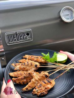 Poulet Sate Spiesse und unser neuer Weber Grill - My Cooking Ideas 2019 New Recipes, Favorite Recipes, Cooking On The Grill, Bbq Grill, Skewers, Grilling Recipes, Tapas, Food And Drink, Snacks