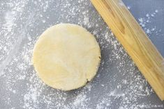 This flaky, tender, All-Butter Pie Crust is unbelievably EASY to make from scratch with a few tricks and tips and just FOUR ingredients! Best Pie Crust Recipe, Easy Pie Crust, Homemade Pie Crusts, Pie Crust Recipes, Pastry Recipes, Baking Recipes, Easy Puff Pastry Recipe, Apple Pie Recipe Easy, Apple Pie Recipes