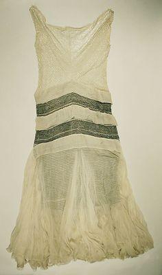 Evening Dress 1928-30 {MET}   The hint of black under skirt is interesting