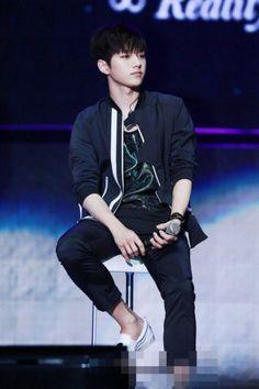 Fans discuss INFINITE L Myungsoo's more handsome look