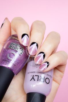 Pretty lilac nails with chevrons. Click for manicure details. #raddiantorchid #lilac #glitternails