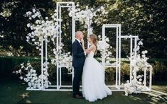 Stylish wedding ceremony on the roof / geometric backdrop Wedding Ceremony Backdrop, Wedding Stage, Wedding Events, Dream Wedding, Wedding Backdrops, Wedding Entrance, Wedding Photoshoot, Summer Wedding, Ceremony Decorations