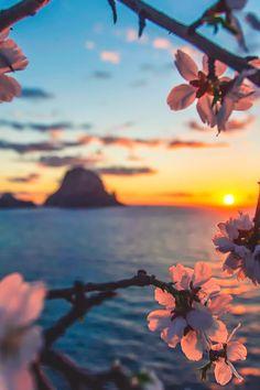 Hermoso atardecer visto en el horizonte del Mar Mediterráneo.