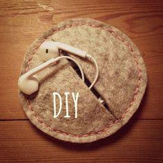 Styr på høretelefonerne!? #diybag Diy For Kids, Gifts For Kids, Felt Crafts, Diy And Crafts, Sewing Crafts, Sewing Projects, Leather Wallet Pattern, Bookmarks Kids, Diy Electronics