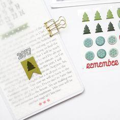 "Polubienia: 220, komentarze: 5 – MelBlackburn (@melblackburn05) na Instagramie: ""Prepping my Christmas TN using @feedyourcraft amazing collection - Remember December! I Will be…"""