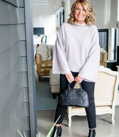How a minimal wardrobe need not be boring - look better with less Stylish Outfits For Women Over 50, Classy Work Outfits, Clothes For Women, Minimal Wardrobe, Minimal Outfit, Capsule Wardrobe Women, Fashion Capsule, Boho Fashion Winter, Fall Fashion Outfits