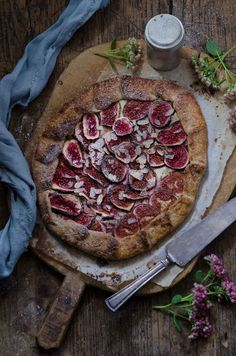 Fig galette with cardamom scented mascarpone Recipe, styling and photo: Liselotte Forslin www.blogg.alltommat.se