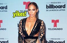 El vestido de Jennifer Lopez le juega una mala pasada en los Premios Billboard 2017  #EnElBrasero  http://ift.tt/2ppq9un  #billboardlatinmusicawards #billboardlatinmusicawards2017 #jenniferlopez #premiosbillboarddelamusicalatina #premiosbillboarddelamusicalatina2017