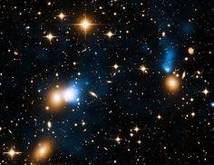 A 700 millones de años luz de la Tierra, en el cúmulo Zwicky 8338, en la constelación de Hércules, una galaxia esconde algo digno de parecer un efecto especial de Star Wars. Se trata de una gigantesca cola de rayos X de una longitud de al menos 250.000 años luz, nada menos que dos veces la Vía Láctea