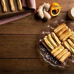 Κουλουράκια Πασχαλινά / Easter Cookies. Traditional recipe for amazing Easter cookies with lemon and orange zest! #greekeaster #greekfood #greekrecipes #greekfoodrecipes #easterrecipes #eastercookies #cookies #cookieart #biscuits #pasxa #πάσχα #συνταγές Biscuit Cookies, Sausage, Biscuits, Meat, Recipes, Food, Crack Crackers, Cookies, Eten